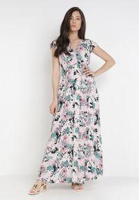 Born2be - Różowa Sukienka Poreilira. Typ kołnierza: kołnierz z falbankami. Kolor: różowy. Materiał: tkanina, zamsz, materiał, guma. Długość rękawa: bez rękawów. Wzór: kwiaty. Typ sukienki: kopertowe. Długość: maxi