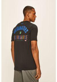 Czarny t-shirt Under Armour na co dzień, z okrągłym kołnierzem, casualowy
