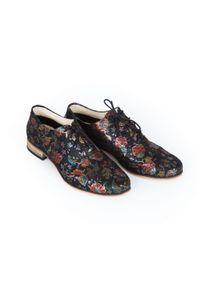 Czarne półbuty Zapato w kolorowe wzory, do pracy, z cholewką, wąskie