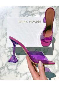 AMINA MUADDI - Transparentne klapki Lupita. Kolor: różowy, fioletowy, wielokolorowy. Materiał: guma. Obcas: na obcasie. Wysokość obcasa: średni