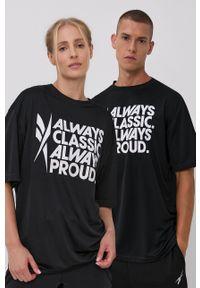 Reebok - T-shirt. Okazja: na co dzień. Kolor: czarny. Materiał: skóra, materiał. Wzór: nadruk. Styl: casual
