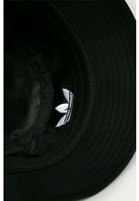 Czarny kapelusz adidas Originals z aplikacjami