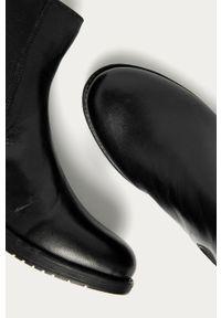 Czarne botki ANSWEAR z okrągłym noskiem, z cholewką