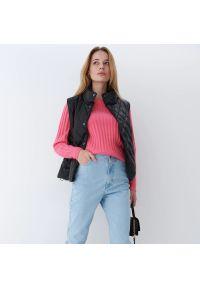 Mohito - Prążkowany sweter Eco Aware - Różowy. Kolor: różowy. Materiał: prążkowany
