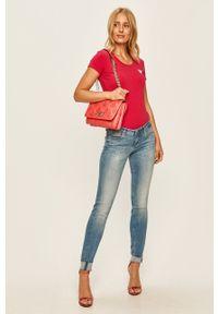Guess Jeans - Torebka. Kolor: różowy. Rodzaj torebki: na ramię