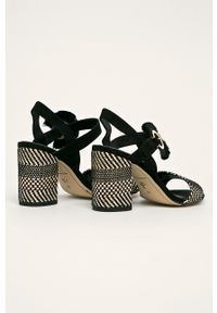 Czarne sandały Tamaris na średnim obcasie, na klamry, na obcasie