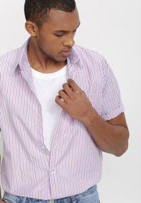 Born2be - Biało-Bordowa Koszula Theisine. Okazja: na co dzień. Kolor: biały. Materiał: tkanina, materiał, jeans. Długość rękawa: krótki rękaw. Długość: krótkie. Wzór: paski. Styl: klasyczny, casual
