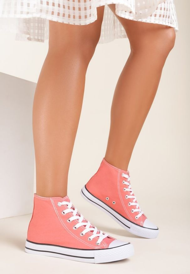 Renee - Pomarańczowe Trampki Kelapheu. Nosek buta: okrągły. Zapięcie: sznurówki. Kolor: pomarańczowy. Materiał: materiał, guma. Szerokość cholewki: normalna. Wzór: aplikacja. Obcas: na płaskiej podeszwie. Styl: klasyczny