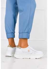 Filippo - Białe sneakersy filippo ażurowe buty sportowe skórzane na platformie sznurowane dp2138/21wh. Kolor: biały. Materiał: skóra. Wzór: ażurowy. Obcas: na platformie