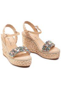 Beżowe sandały Alma En Pena