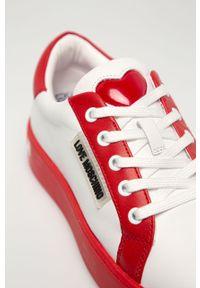 Białe buty sportowe Love Moschino na obcasie, z cholewką, z okrągłym noskiem