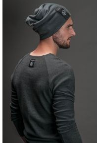 Czarna czapka Hultaj Polski w kolorowe wzory