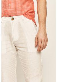 Guess Jeans - Spodnie. Kolor: biały. Materiał: jeans