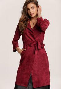 Czerwony płaszcz Renee