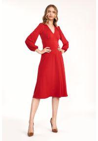 Nife - Czerwona Elegancka Midi Sukienka z Bufiastym Rękawem. Kolor: czerwony. Materiał: elastan. Styl: elegancki. Długość: midi