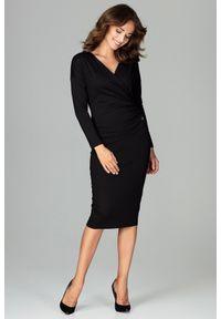 Lenitif - Elegancka kopertowa sukienka z wiskozą dopasowana czarna. Okazja: do pracy, na co dzień. Typ kołnierza: dekolt kopertowy. Kolor: czarny. Materiał: wiskoza. Typ sukienki: kopertowe. Styl: elegancki. Długość: midi