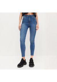 Niebieskie jeansy Reserved z podwyższonym stanem