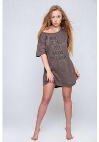 Sensis - Koszulka nocna Oversize. Kolor: fioletowy. Materiał: dzianina. Wzór: nadruk