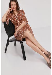 Pennyblack - Sukienka. Kolor: brązowy. Materiał: tkanina. Typ sukienki: rozkloszowane