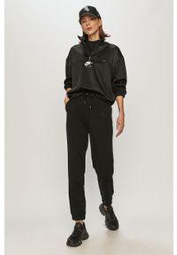 Nike Sportswear - Bluza. Okazja: na co dzień. Kolor: czarny. Długość rękawa: długi rękaw. Długość: długie. Wzór: nadruk. Styl: casual