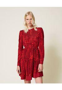 TwinSet - Bordowa sukienka z krepy w zwierzęcy wzór Twinset. Kolor: czerwony. Materiał: wiskoza. Długość rękawa: długi rękaw. Wzór: motyw zwierzęcy. Długość: mini