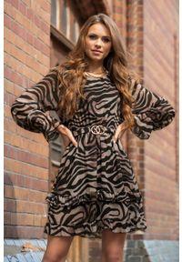 Merribel - Zwiewna Sukienka Wykończona Falbanką w zwierzęcy Print. Materiał: poliester. Wzór: motyw zwierzęcy, nadruk