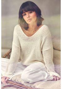 Sweter elegancki, z dekoltem w serek