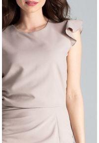 Lenitif - Koktajlowa sukienka midi z rozcięciem z przodu beżowa. Okazja: na ślub cywilny, na wesele. Kolor: beżowy. Materiał: tkanina. Długość rękawa: bez rękawów. Typ sukienki: ołówkowe. Styl: wizytowy. Długość: midi