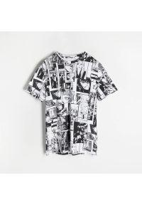 Reserved - T-shirt z nadrukiem Manga - Biały. Kolor: biały. Wzór: nadruk