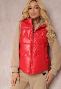 Renee - Czerwona Kamizelka Crelephise. Typ kołnierza: kołnierzyk stójkowy. Kolor: czerwony
