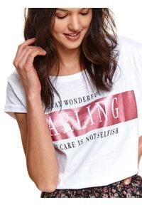 TOP SECRET - T-shirt z błyszczącym nadrukiem. Kolor: biały. Materiał: tkanina, bawełna. Długość rękawa: krótki rękaw. Długość: krótkie. Wzór: nadruk. Sezon: wiosna