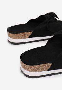 Renee - Czarne Klapki Uhreli. Kolor: czarny. Materiał: jeans. Wzór: gładki. Sezon: lato. Obcas: na platformie