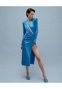 AGGI - Niebieska sukienka z rozcięciem Adriana. Kolor: niebieski. Materiał: materiał. Długość rękawa: długi rękaw. Styl: wizytowy. Długość: midi