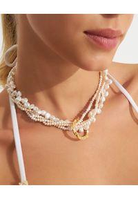 HERMINA ATHENS - Naszyjnik z perłami i okrągłą zawieszką Full Moon. Materiał: srebrne, pozłacane. Kolor: biały. Kamień szlachetny: perła