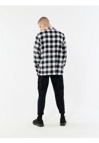 outhorn - Koszula regular w kratę męska. Okazja: na co dzień. Materiał: bawełna, tkanina. Długość rękawa: długi rękaw. Długość: długie. Styl: casual