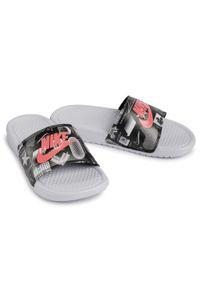 Czarne klapki Nike z nadrukiem