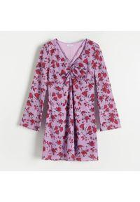 Reserved - Sukienka z żakardowej tkaniny - Fioletowy. Kolor: fioletowy. Materiał: tkanina, żakard