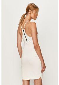 Biała sukienka LABELLAMAFIA dopasowana, na ramiączkach, z nadrukiem, casualowa