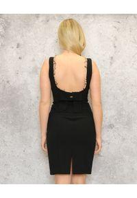 CRISTINAEFFE - Czarna sukienka z koronką. Typ kołnierza: kokarda. Kolor: czarny. Materiał: koronka. Długość rękawa: na ramiączkach. Wzór: koronka. Typ sukienki: dopasowane. Długość: mini