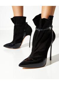 Casadei - CASADEI - Czarne botki Blade Vogue. Zapięcie: pasek. Kolor: czarny. Materiał: zamsz, lakier. Obcas: na obcasie. Wysokość obcasa: średni