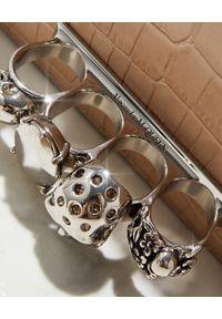 Alexander McQueen - ALEXANDER MCQUEEN - Beżowa torebka mini z pierścieniami. Kolor: beżowy. Wzór: aplikacja. Rodzaj torebki: na ramię