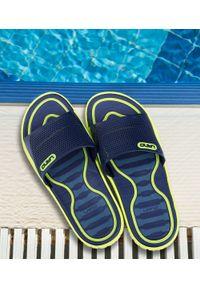 LANO - Klapki młodzieżowe basenowe Lano KL-3-6168-D2 Granatowe. Okazja: na plażę. Zapięcie: bez zapięcia. Kolor: niebieski. Materiał: guma. Obcas: na obcasie. Wysokość obcasa: niski. Sport: pływanie