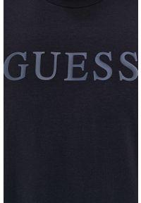 Guess - T-shirt. Okazja: na co dzień. Kolor: niebieski. Materiał: bawełna. Wzór: nadruk. Styl: casual