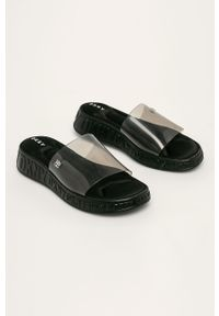 Czarne klapki DKNY