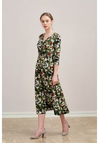Marie Zélie - Sukienka Rita Fragola kremowa. Kolor: kremowy. Materiał: wiskoza, dzianina, materiał, elastan, tkanina. Długość rękawa: krótki rękaw. Typ sukienki: proste, kopertowe