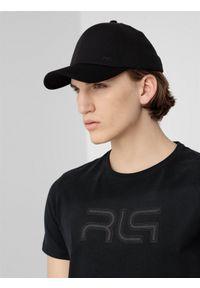 Czarna czapka z daszkiem 4f z haftami