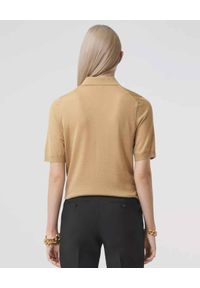Burberry - BURBERRY - Beżowa koszulka polo. Typ kołnierza: polo. Kolor: beżowy. Materiał: kaszmir, jedwab, wełna. Wzór: haft