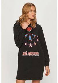 Czarna sukienka Love Moschino z kapturem, na co dzień, z aplikacjami, casualowa