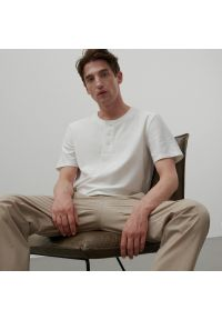 Reserved - Gładki t-shirt basic - Biały. Kolor: biały. Wzór: gładki