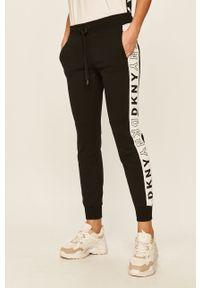 Czarne spodnie dresowe DKNY z nadrukiem